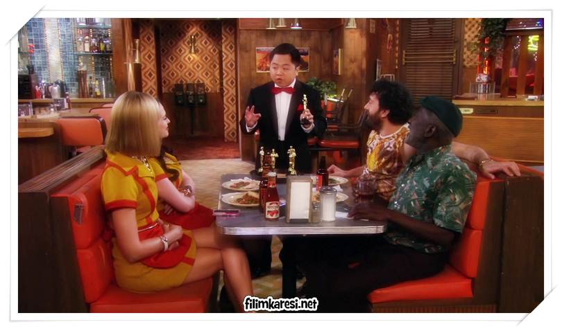 2 Broke Girls,2011, 22 dak., 2 Broke Girls, Kat Dennings, Max Black, Beth Behrs, Caroline Channing,Garrett Morris,Jonathan Kite,Matthew Moy,Jennifer Coolidge,Nick Zano,Ryan Hansen,
